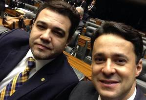 O deputado Anderson Ferreira (PR-PE), autor do polêmico Estatuto da Família, ao lado de Marcos Feliciano Foto: Reprodução Facebook