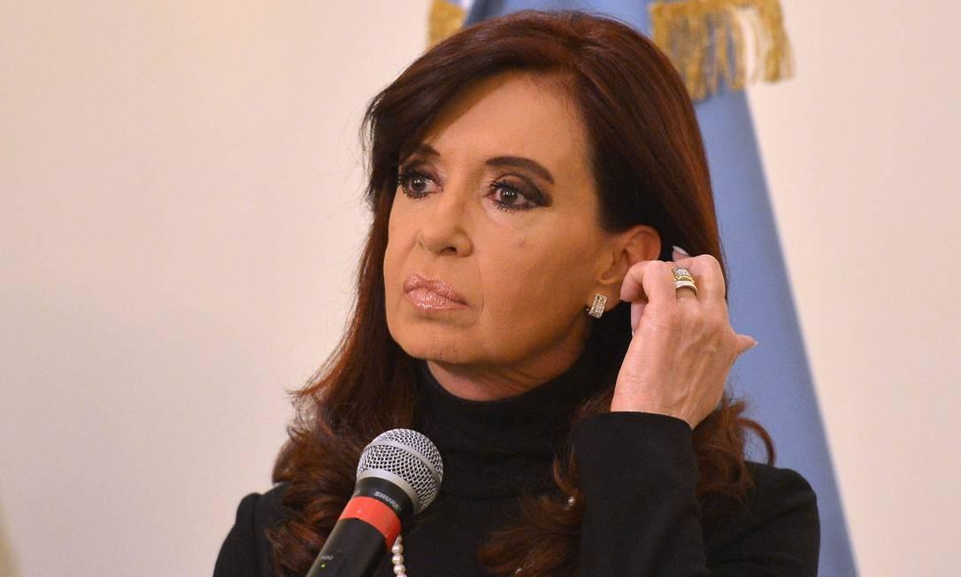 Cristina Kirchner. Acusação formal contra a presidente foi comentada pelos partidos de oposição, que demonstraram preocupações com interferência e pressões sobre a Justiça durante as investigações Foto: ALBERTO PIZZOLI / AFP
