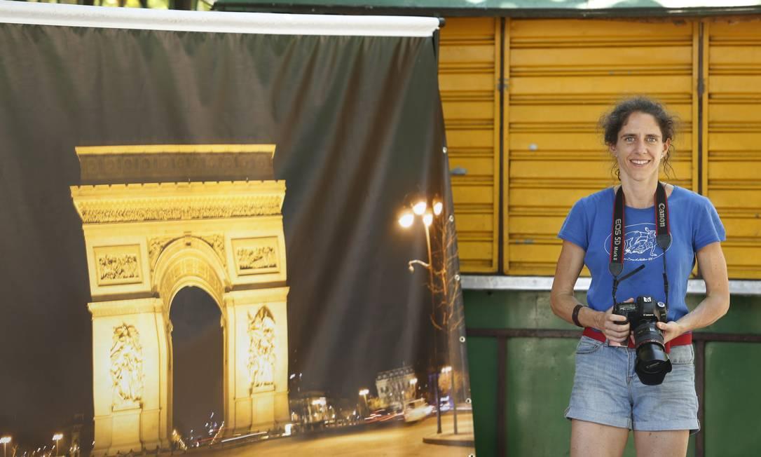 Viagens imaginárias: francesa trabalhou 15 anos como advogada para juntar dinheiro e exercer sonho de fotógrafa militante Foto: Daniela Hallack Dacorso / Agência O Globo