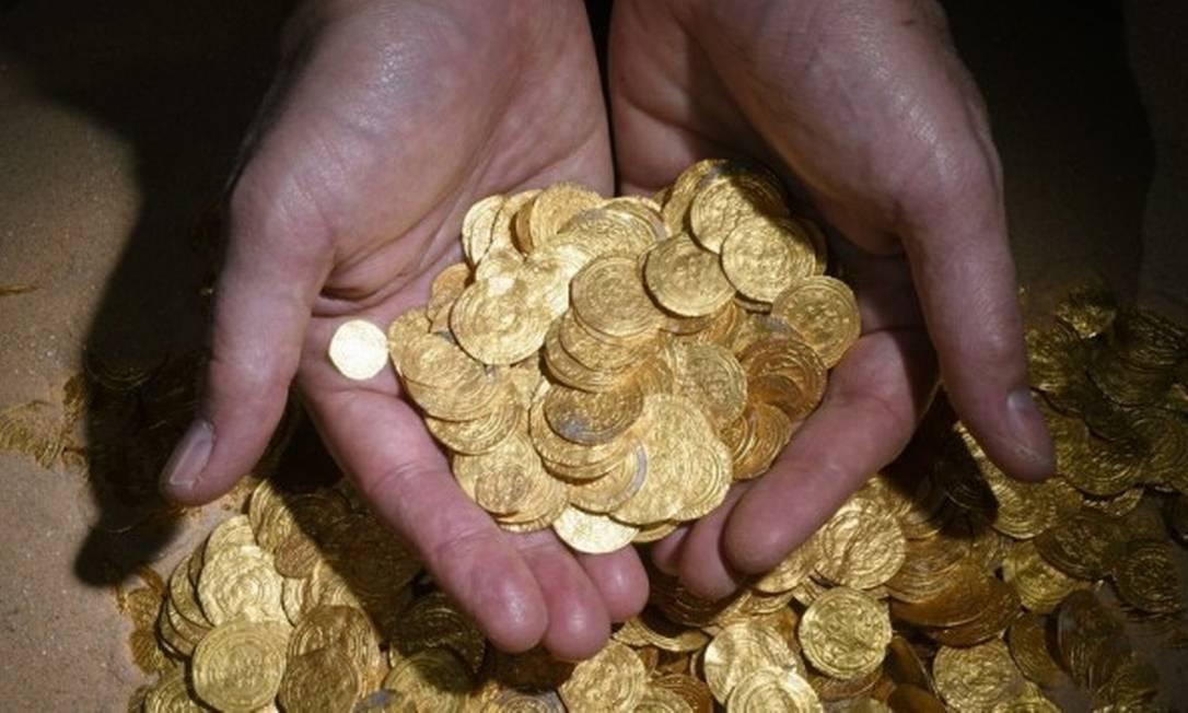 Moedas de ouro foram encontradas por acaso no mar de Cesareia, em Israel Foto: / Israel Antiquities Authority