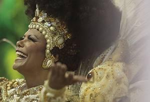 A porta-bandeira Selminha Sorriso no carnaval de 2015 Foto: Pedro Kirilos / Agência O GLOBO