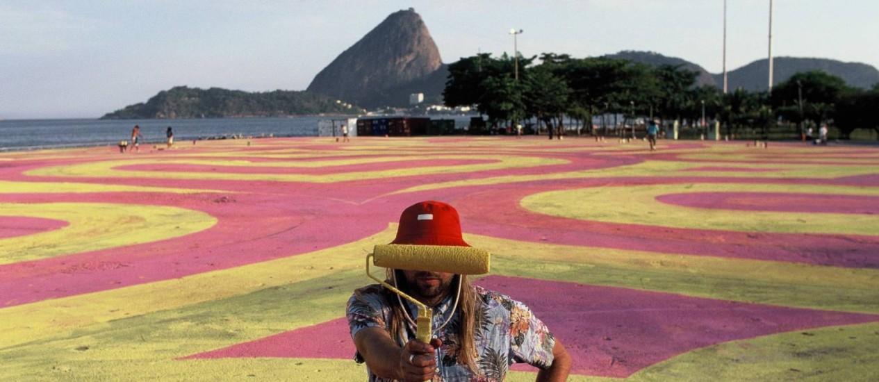O artista inglês INSA na Marina da Glória Foto: Divulgação