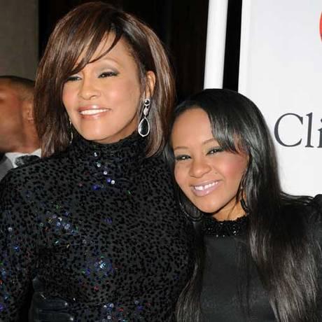 Whitney com a filha, Bobbi Kristina Foto: Reprodução