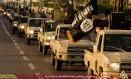 Militantes do Estado Islâmico fazem parada na cidade de Sirte, na Líbia Foto: AFP
