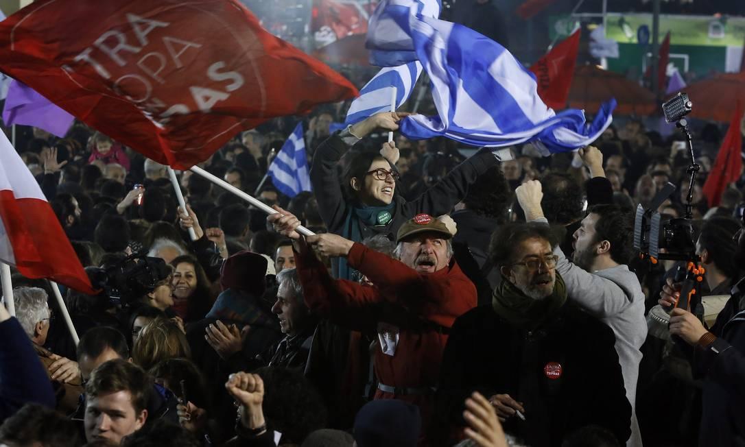 Vitória. Apoiadores do Syriza comemoram o resultado da eleição grega Foto: / Alkis Konstantinidis/Reuters/25-01-2015