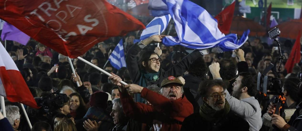 Vitória. Apoiadores do Syriza comemoram o resultado da eleição grega Foto: Alkis Konstantinidis/Reuters/25-01-2015