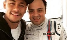 Nos boxes em Barcelona, Neymar (à esquerda) visita Felipe Massa Foto: Reprodução/Internet