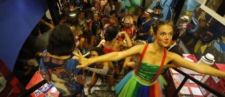 A banda Amigos da Onça faz a festa do Camarote Cidade Maravilhosa O GLOBO Foto: Domingos Peixoto / Agência O Globo