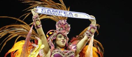 Destaque da Beija-Flor durante a apresentação da escola de Nilópolis no Desfile das Campeãs: público se mostrou dividido em relação ao título Foto: Fabio Rossi / Agência O Globo