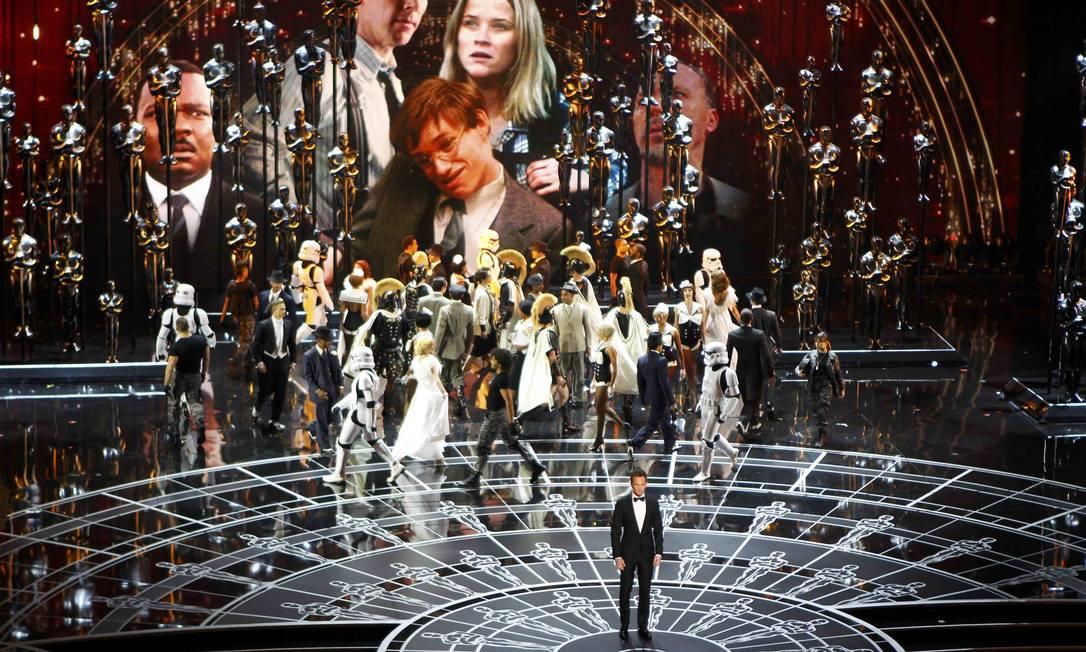 A cerimônia começou com o apresentador Neil Patrick Harris fazendo um número musical, em homenagem ao cinema, com participação especial de Anna Kendrick e Jack Black cantando Foto: MIKE BLAKE / REUTERS
