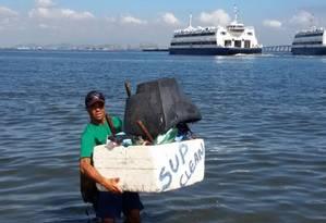 Televisão é encontrada na Baía de Guanabara por professor de stand up paddle Foto: Divulgação/Rafaella Correa