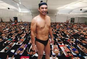 O guru indiano Bikram Choudhury durante aula para professores de ioga Foto: Reprodução do site bikramhotyogatmr.com