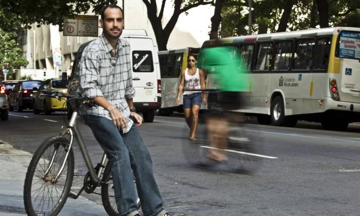 Raphael convidou 40 grupos de ciclistas para a ação Foto: Agência O Globo / Guilherme Leporace
