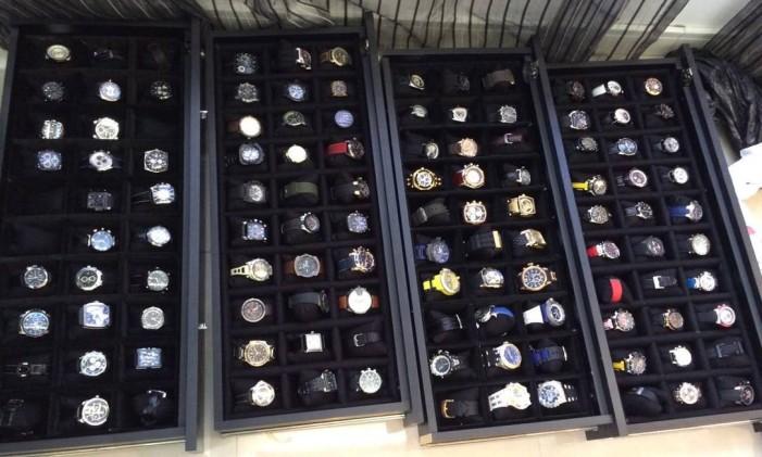 Cerca de 500 relógios de luxo foram encontrados na sede de uma empresa fornecedora para a BR Distribuidora Foto: Polícia Federal