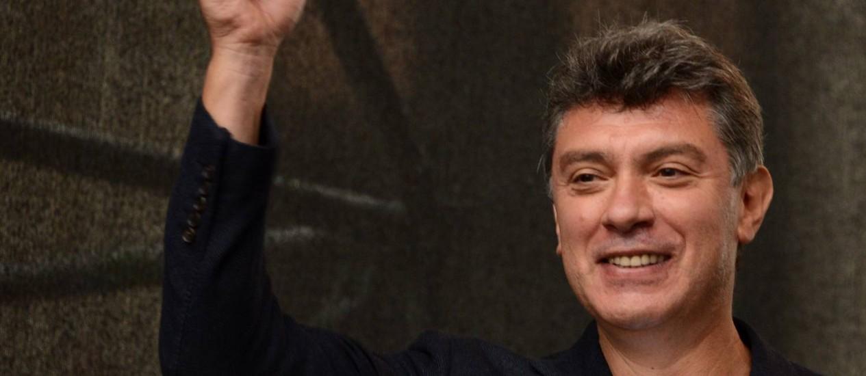 Boris Nemtsov durante um ato anti-Putin em 2012 Foto: KIRILL KUDRYAVTSEV / AFP