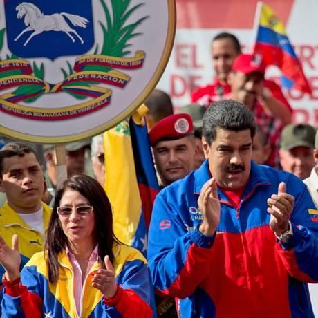 Maduro e sua mulher, Cilia Flores, participam de ato em Caracas Foto: Fernando Llano / AP