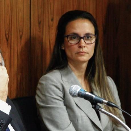 Ao lado de Paulo Roberto Costa em depoimento à CPI da Petrobras, Beatriz mantém expressão grave Foto: André Coelho/17-09-2014 / Agência O Globo