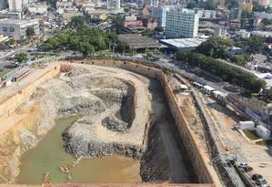 Obras paradas do piscinão contra enchentes próximo à prefeitura de São Bernando do Campo Foto: Agência O Globo / Michel Filho