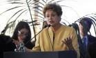 Presidente Dilma Rousseff durante inauguração do Parque Eólico de Artilleros, no Uruguai Foto: MIGUEL ROJO / AFP