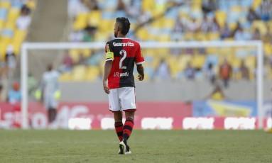 Léo Moura em seu último clássico após 10 anos no Flamengo Foto: Alexandre Cassiano / Agência O Globo