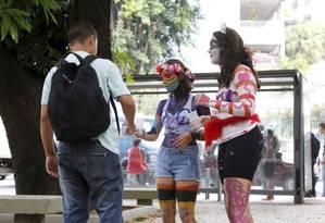 Rana Carvalho e Nina Calvente, calouras da FGV, não viram problema no trote que participaram Foto: Fabio Rossi / Agência O Globo