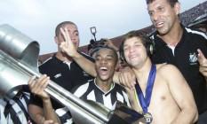 O Santos de Robinho e Diego, em 2002, foi o último campeão brasileiro antes da adoção do sistema de pontos corridos no campeonato Foto: Ricardo Bakker / Agência O Globo