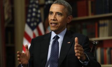 Barack Obama durante entrevista com a Reuters, na biblioteca da Casa Branca Foto: KEVIN LAMARQUE / REUTERS