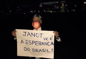 Janot é recepcionado por ativistas Foto: Movimento Limpa Brasil
