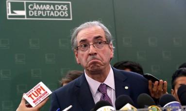 O presidente da Câmara, Eduardo Cunha (PMDB-RJ), após reunião da Mesa Diretora Foto: Ailton de Freitas / O Globo