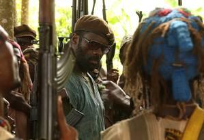 Idris Elba no filme 'Beasts of no nation', de Cary Fukunaga Foto: Divulgação