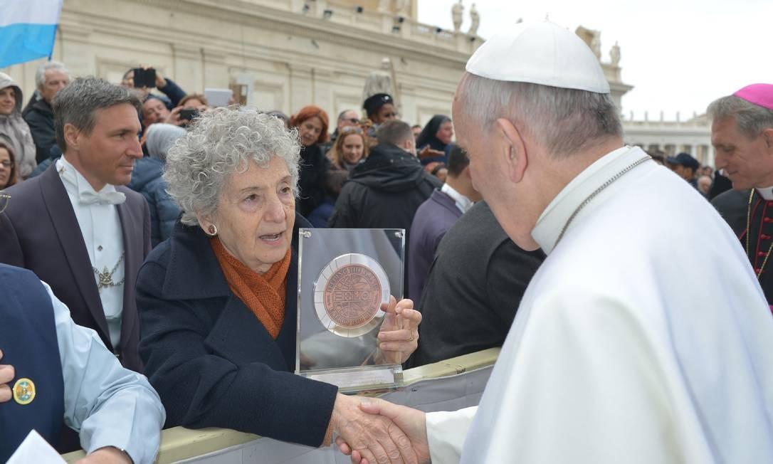 Diante de quase 12 mil fiéis presentes, Papa disse que a pessoa de idade avançada não é um marciano Foto: - / AFP
