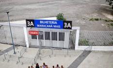 Em novembro de 2014, manifestação de atletas e frequentadores do Célio de Barros em frente ao estádio, cuja pista e gramado estão cobertos de cimento Foto: Ivo Gonzalez/27-11-2014