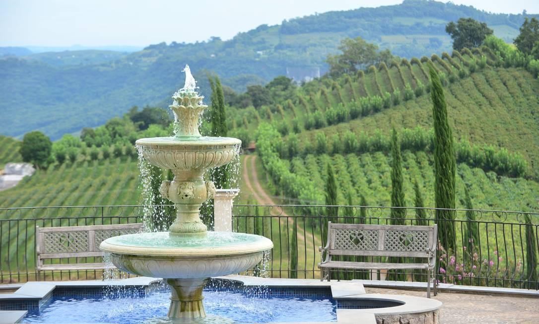 Pedaladas por vinícolas e brindes à beira de cachoeiras reforçam vindima no Vale dos Vinhedos
