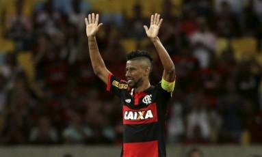 Léo Moura agradece o carinho do público Foto: Cezar Loureiro / Agência O Globo