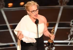 Vencedora do Oscar de melhor atriz coadjuvante, Patricia Arquette fez um discurso em prol da igualdade salarial em Hollywood Foto: ROBYN BECK / AFP