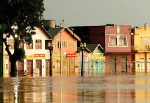 O Rio Acre na cidade de Rio Branco superou a marca histórica de elevação de suas águas registrada em 1997, marcando 18,23 metros Foto: Terceiro / Agência O Globo