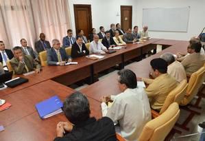 Militares sentam para negociar acordo de paz com as FARC Foto: Presidência da Colômbia / Onar Nieto / AFP PHOTO