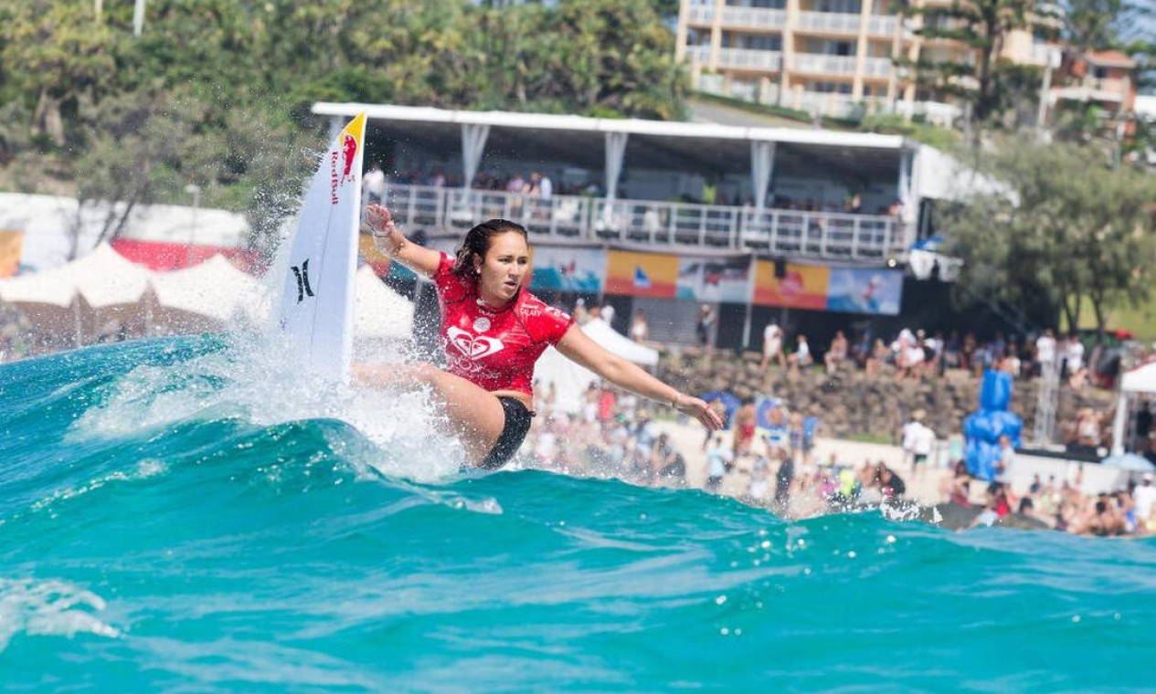Também nas quartas de final, a havaiana Carissa Moore... Foto: Divulgação/WSL