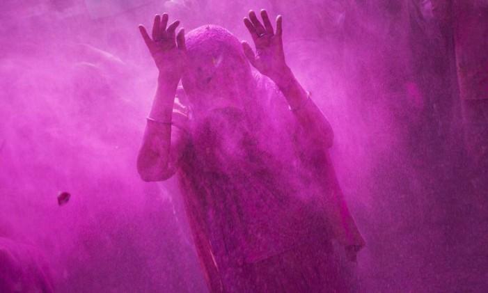 Festival tem origem em lendas como a de Holika e Prahlad Foto: Bernat Armangue / AP