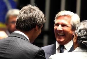 Lindbergh e Collor trocam afagos no Senado em 2011 Foto: Ailton de Freitas / Agência O Globo