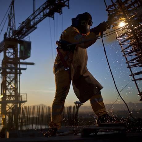 Corte. A OAS, responsável pela obra da Transcarioca, no Rio, já teve sua nota rebaixada por duas agências de classificação de risco Foto: Dado Galdieri / Dado Galdieri/Bloomberg/16-5-2013