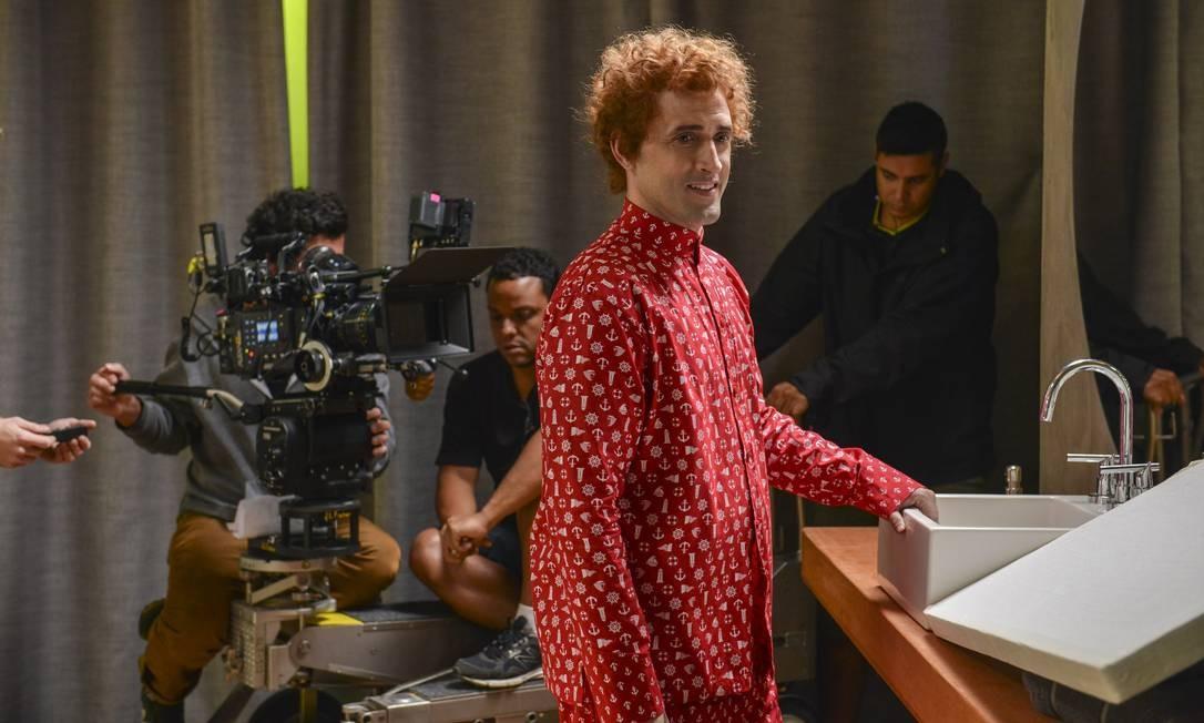 Valdomiro (Paulo Gustavo) de pijama caretinha numa das primeiras cenas do filme: de volta ao passado Foto: Divulgação