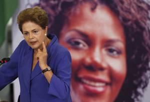 A presidente Dilma Rousseff participa da Cerimônia de Sanção da Lei de Tipificação do Feminicídio Foto: Jorge William / Agência O Globo