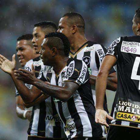 Promoção da Casa e Vídeo na camisa do Botafogo, domingo Foto: Alexandre Cassiano / Agência O Globo