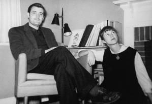 Sylvia Plath e Ted Hughes em 1959: poeta quis esconder críticas a ele no trabalho da ex-mulher Foto: Marcia Brown e Mortimer Rare Boo / Acervo