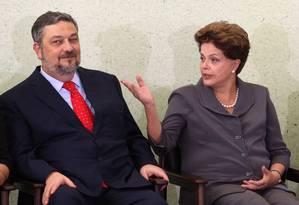 A presidente Dilma Roussef com o ex-ministro Antônio Palocci Foto: Gustavo Miranda/07-06-2011