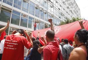 Trabalhadores sem-teto fazem protesto em frente ao Ministério da Fazenda Foto: Givaldo Barbosa / O Globo