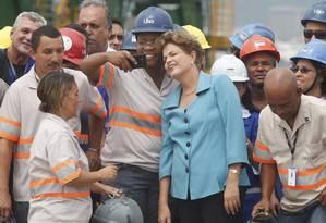 Presidente Dilma Rousseff participa de solenidade de inauguração da primeira etapa das obras de expansão do Porto do Rio de Janeiro Foto: Marcelo Carnaval / Agência O Globo