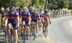 Prova com vista. Atletas percorrem trecho da competição, em Itaipava Foto: Divulgação / Bruno Poppe / MPIX