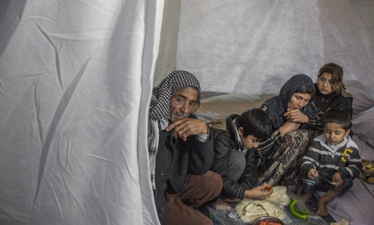 Wazam, Ayshae suas crianças vivem refugiados na Turquia. Saíram de Raqqa, capital do autoproclamado califado do Estado Islâmico, mas o dinheiro acabou e não havia trabalho Foto: Ivor Prickett / UNHCR/I. Prickett